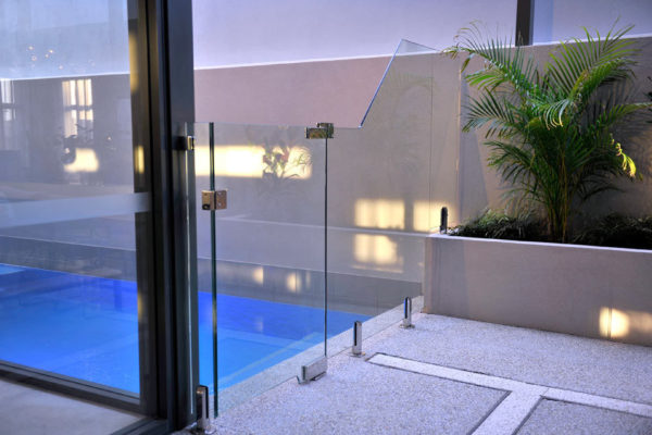glass-pool-fencing-1