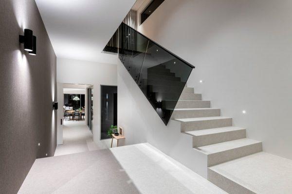 Laminated-Euro-Grey-glass-with-Powdercoated-Handrail-COMO--(4)