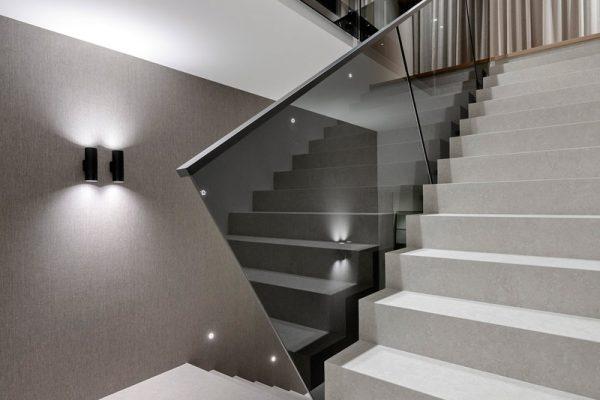 Laminated-Euro-Grey-glass-with-Powdercoated-Handrail-COMO--(6)